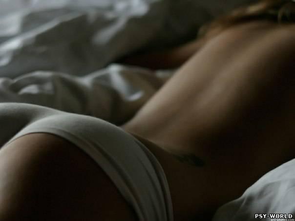 Фотография: аппетитная спелая попа на кровати в трусах в шортах. Фото: бло